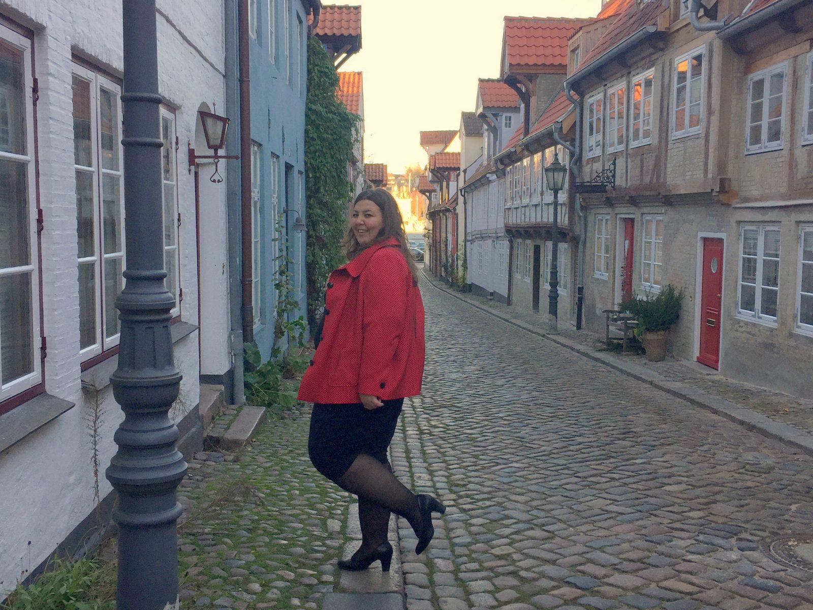 Style // Das Kleine Schwarze mit der roten Jacke